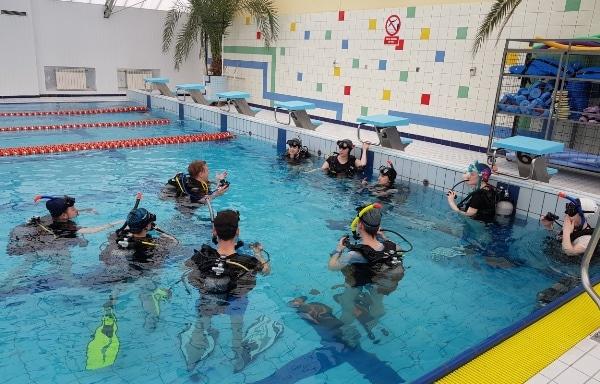 Jak nauczyć się nurkowania - zajęcia basenowe